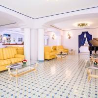 Hotel Gran Paradiso entrance