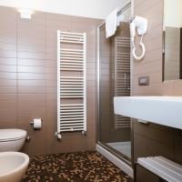 Lake Hotel La Pieve bathroom standard double room