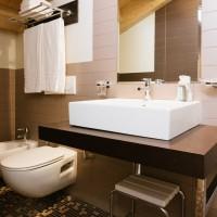 Lake Hotel La Pieve classic double bathroom