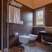 Hotel Lake La Pieve bathroom