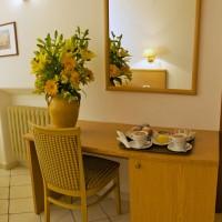 Hotel La Luna room details