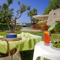 Hotel La Luna garden details
