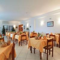 Hotel La Luna restaurant room