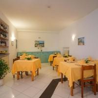 Hotel La Luna restaurant details