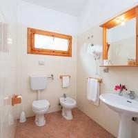 TH Bay of the Achaeans bathroom